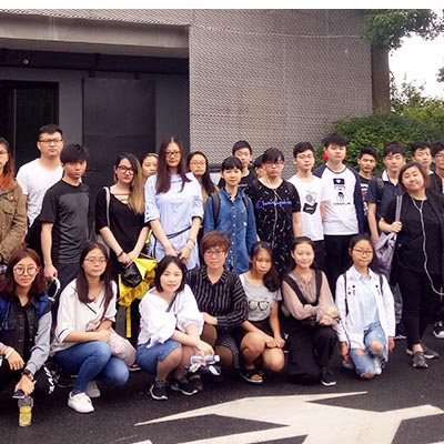 我院组织平面设计班学生参观M50桃浦创意园