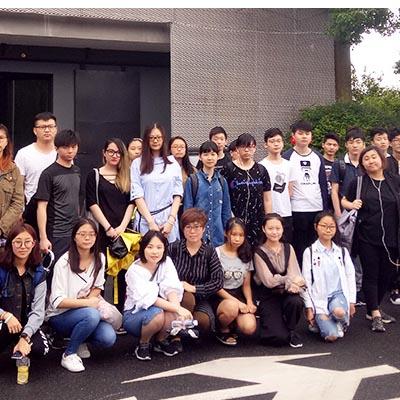 游戏原画班学生参观M50桃浦创意园美术作品展