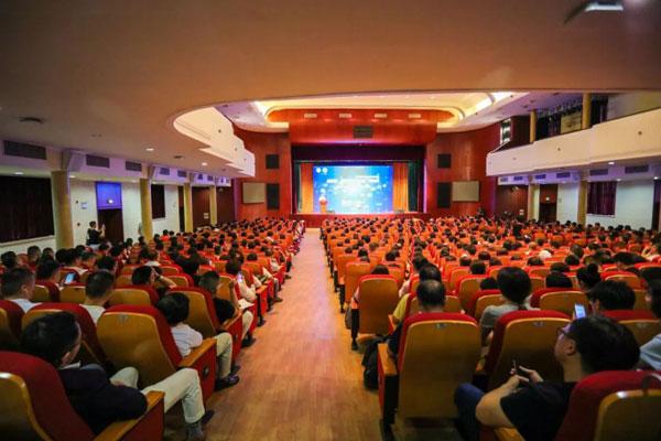黄奇帆受邀参加上海交大教育集团讲座
